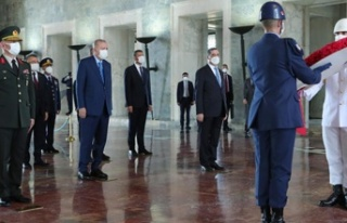 Cumhurbaşkanı Erdoğan ve YAŞ üyelerinden Anıtkabir...