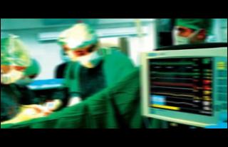 Doktor, narkoz etkisindeki 3 kadın hastaya tecavüz...