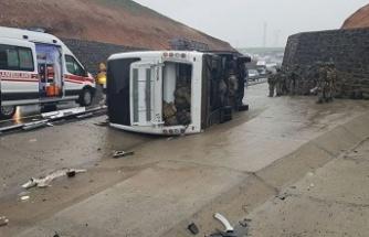 Şırnak'ta askeri araç devrildi: 1 asker hayatını kaybetti, 20 asker yaralı