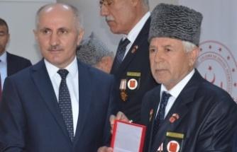 BİNGÖL'DE KIBRIS GAZİLERİNE MADALYA VE BERAT...