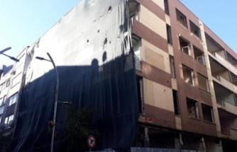 İstanbul Bakırköy'de 8 ay önce boşaltılan bina yıkılmayı bekliyor