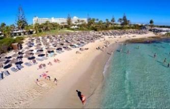 Güney Kıbrıs, 1 Mayıs'tan itibaren aşı olmuş İngiliz turistlere kapılarını açıyor