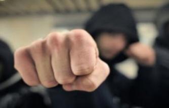 Maskeli şahıslar okula saldırdı... 4 kişi yaralandı