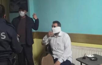 Baskında Yakalandı, Tuvalet Kağıdını Maske Yaptı
