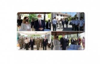 Cumhurbaşkanı Ersin Tatar ve eşi Sibel Tatar Cumhurbaşkanlığı personeliyle bayramlaştı