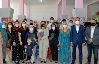 Cumhurbaşkanı Ersin Tatar'ın eşi Sibel Tatar, Zeytin Ağacı Eğitim ve Yardımlaşma Derneği'ni (ZAYDER) ziyaret etti