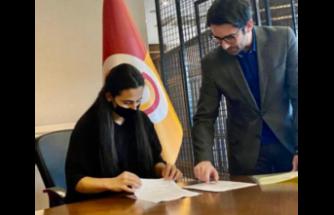 ilk Kıbrıslı Türk kadın futbolcu  DAÜ'lü Cemre artık Galatasaray'da