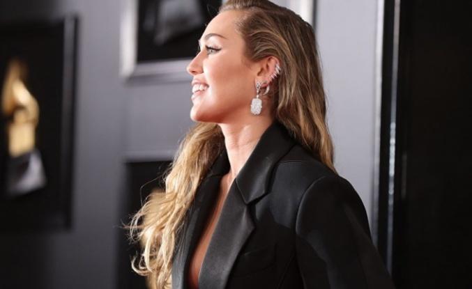 ABD'li şarkıcı Miley Cyrus: Modern ilişkilerde cinsellik ya da cinsel kimliğin artık bir önemi yok