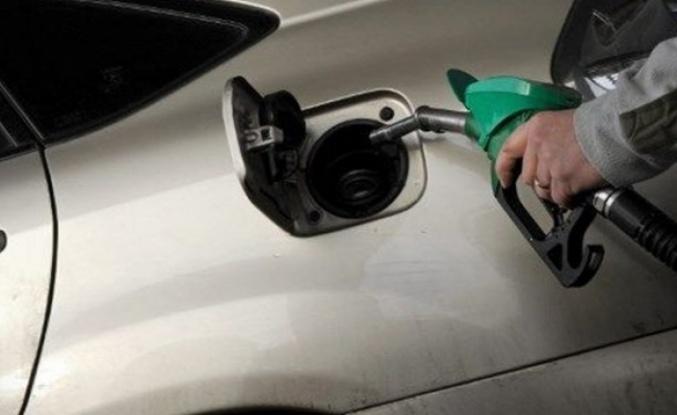 İngiltere'de 2030'dan itibaren benzinli ve dizel araç satılmayacak