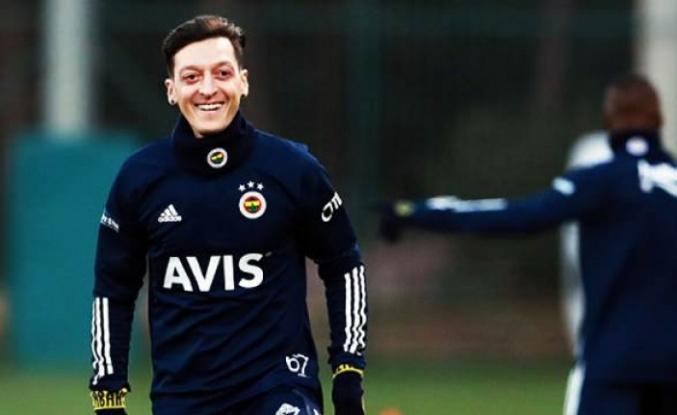 Mesut Özil antrenmanda!