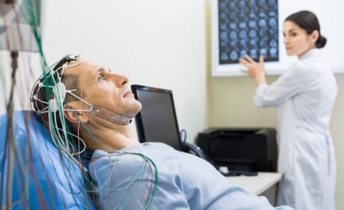 Bilim dünyasında bir ilk: Konuşamayan felçli bir adamın beyin dalgaları, cümlelere dönüştürüldü