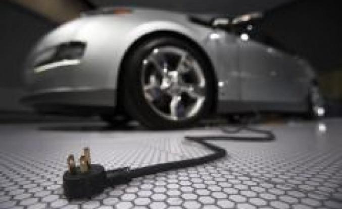 Elektrikli otomobile geçip benzin kokusunu özleyenlere özel parfüm üretildi