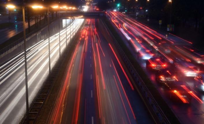 Almanya'da 8 yaşındaki çocuk ailesinin arabasını çalıp otoyolda 140 kilometre hız yaptı