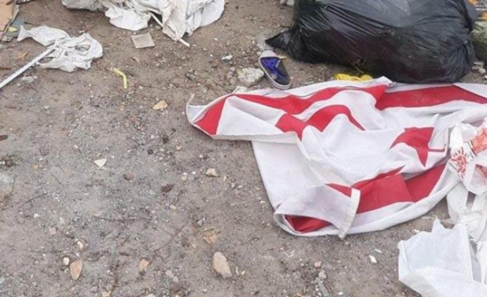 KKTC bayraklarını çöpe attı, hakkında yasal işlem başlatıldı