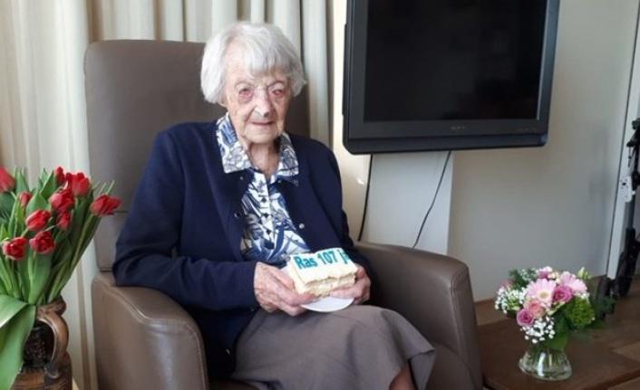 107 yaşındaki kadın coronayı  yendi