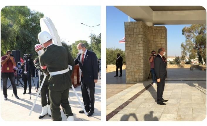 Cumhurbaşkanı Tatar, Cumhuriyet Meclisi Genel Kurulu'nda ant içmesinin ardından Dr. Küçük Anıt Kabri'ne ve Rauf R. Denktaş Anıt Kabri'ne çelenk sundu