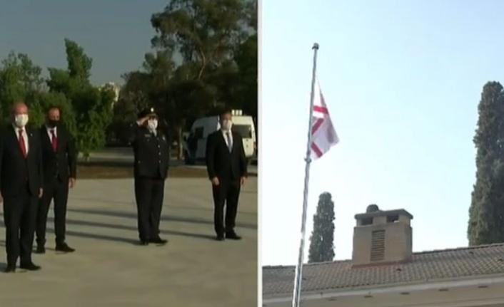 Cumhurbaşkanı Ersin Tatar, Atatürk Anıtı'na çelenk sundu